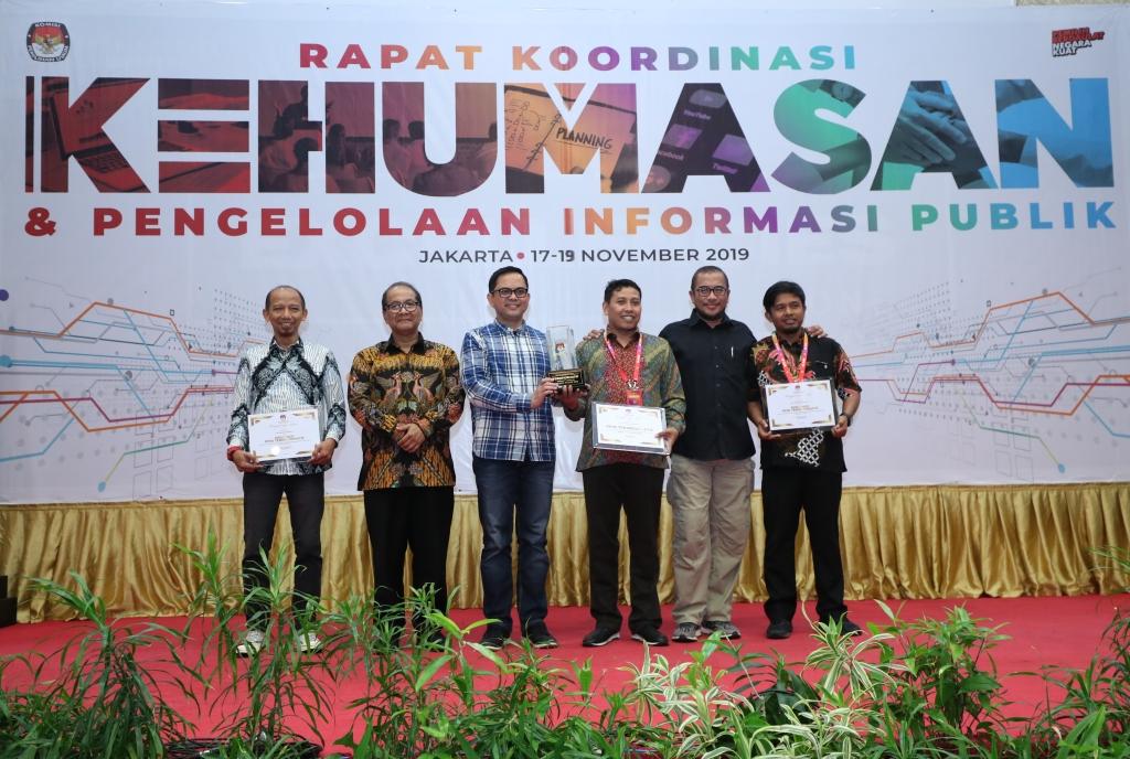 Penganugerahan Pemeringkatan PPID KPU Provinsi/KIP Aceh dalam Rapat Evaluasi PPID Tahun 2019